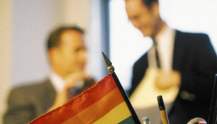 «-Faire-son-coming-out-au-bureau-»-un-sujet-sensible-perçu-comme-un-«-inconvénient-»-pour-les-jeunes-LGBT